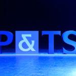 logo P&TS sur scène